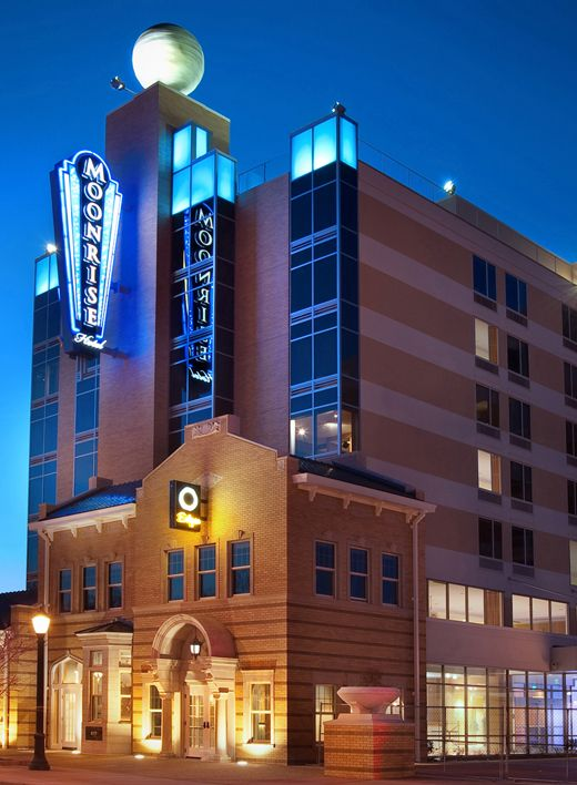 The moonrise hotel in st louis missouri blends cool for Unique boutique hotels