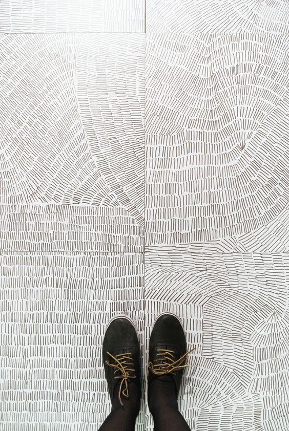 Photo of Tilpasset gulvgrafikk gjør alt mulig når det kommer til gulv. Bruk gulv …