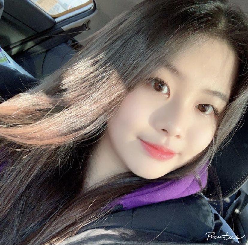 PURPLE KISS - Swan on instagram @purplekiss_official in 2021 | Beautiful  girl photo, Purple, Girl photos