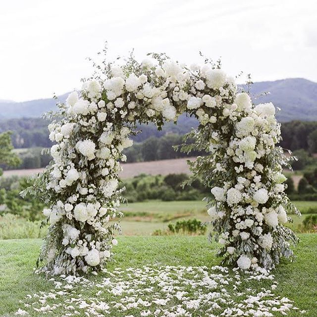 13 Lush Spring Wedding Decorations To Bring To Life Your: Ceremony Garland With Big White Blooms In 2019