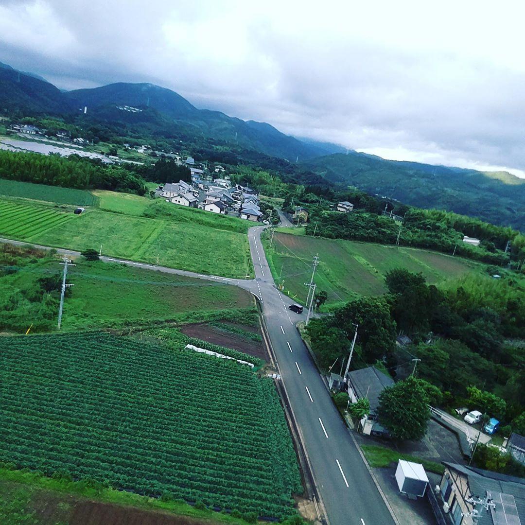 "Photo of t.dairokuno on Instagram: ""息子が、ドローンの入門機を買いました。 高さも、飛距離も短いですが、中々です。 そこそこの写真は撮れますね! 梅雨明けが楽しみです。  #空撮 #ドローン撮影 #ドローン #梅雨空 #いちき串木野市 #南風 #四季 #鹿児島県 #風景 #風景写真…"""