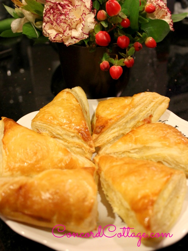 How make puffed pastry filled with Cheese (Cheese Boreg) and WOW ...