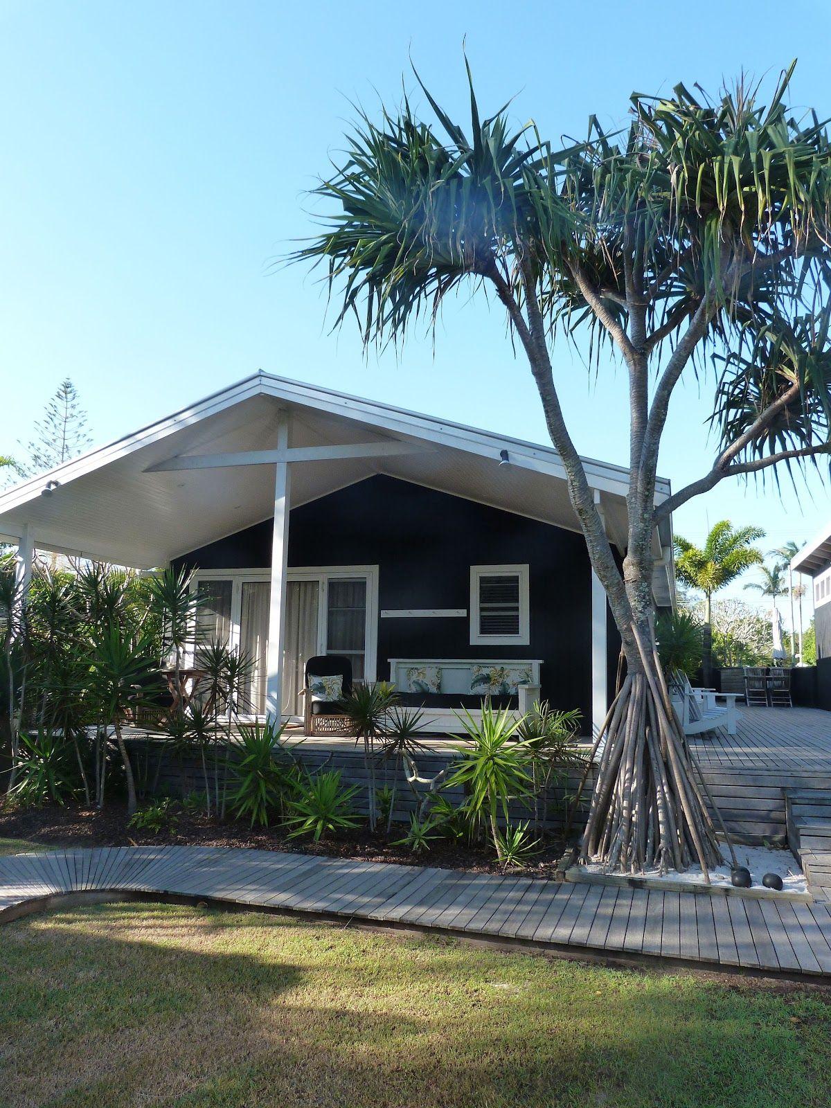 Dream Beach Cottage With Neutral Coastal Decor: Beachcomber Atlantic Guesthouses Byron Bay