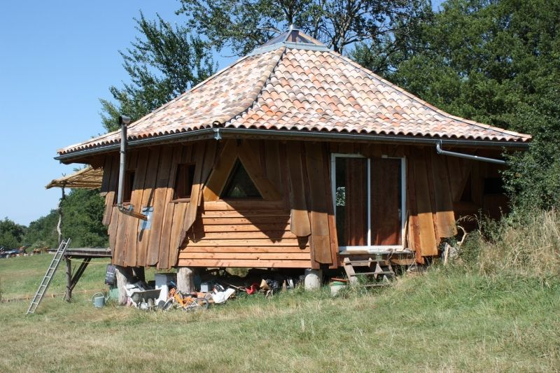 maison ronde en bois atypique dans le tarn construction en bois pinterest maison ronde. Black Bedroom Furniture Sets. Home Design Ideas