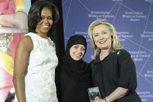 27 janvier 2015 - La grande soeur du blogueur Badawi - Samar Badawi a été récipiendaire en 2012 d'un prix de l'International Women of Courage Awards pour sa bataille en faveur de l'égalité des femmes en Arabie saoudite, distinction reçue des mains de deux des femmes les plus influentes de la planète, Michelle Obama et Hillary Clinton. Son mari Walid et son frère Raif sont parmi les prisonniers d'opinion incarcérés par le régime saoudien.