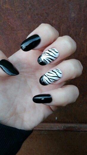 Zebra.nails