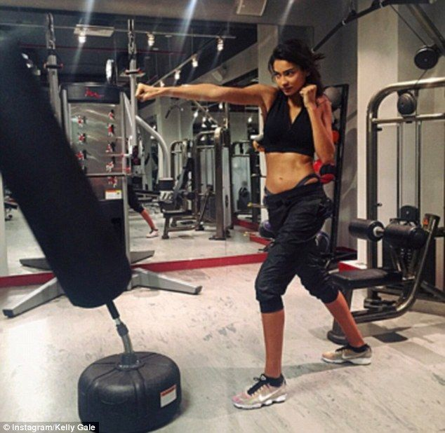 Kelly Gale shows off incredible abs and legs in behind the scenes