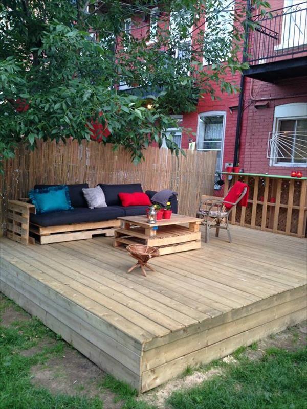 DIY Pallet Deck Tutorial | Projet cours extérieur | Pallet ...