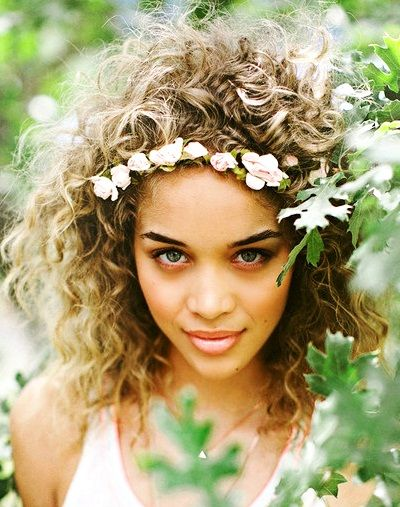 Casual curly hairstyle with pink tea rose flower crown bridal hair ideas  Toni Kami ⊱✿⊰ Flowers in her hair ⊱✿⊰ corona halo  pinnersconf 988119cf23b