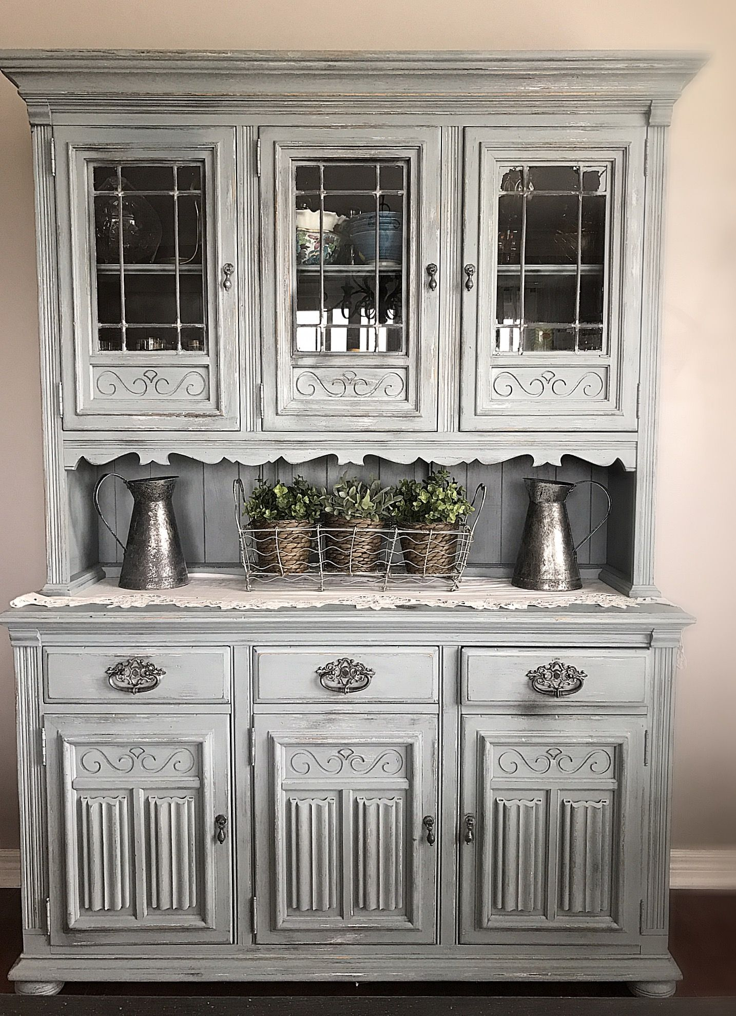 BEAUTIFUL Iced Grey Vintage Rustic Ethan Allen Hutch Dining Room