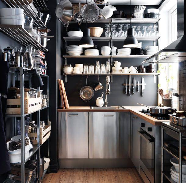 Kleine Küche mit FAKTUM Schränken mit RUBRIK Fronten in Edelstahl ...