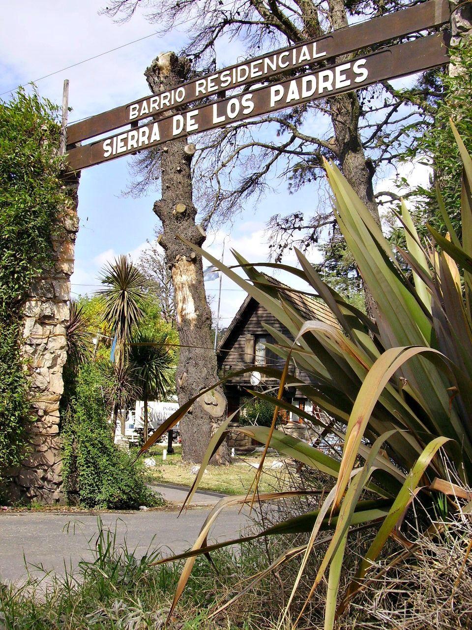 Entrada al Barrio Residencial de  Sierra de los Padres.Mar del Plata