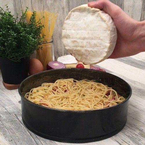 Huch da haben sich ein paar Nudeln in den Käsekuchen geschmuggelt Rezepte SpaghettiKäsekuchen