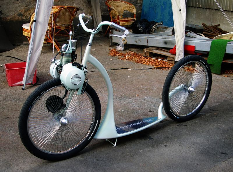 Solex - The Sidewalk SurferNot what I really consider a bike but still, sexy machine