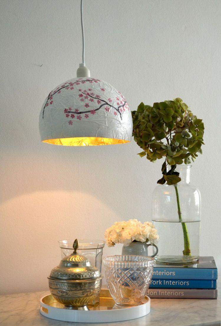 basteln-zeitungspapier-pappmaschee-lampe-hängeleuchte-blumen-vase ...