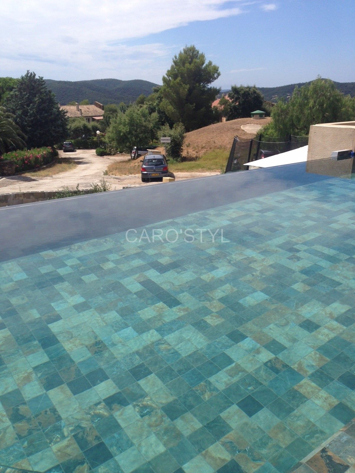 Piscine en carrelage gr s c rame mystique black vers for Piscine carrelage gris
