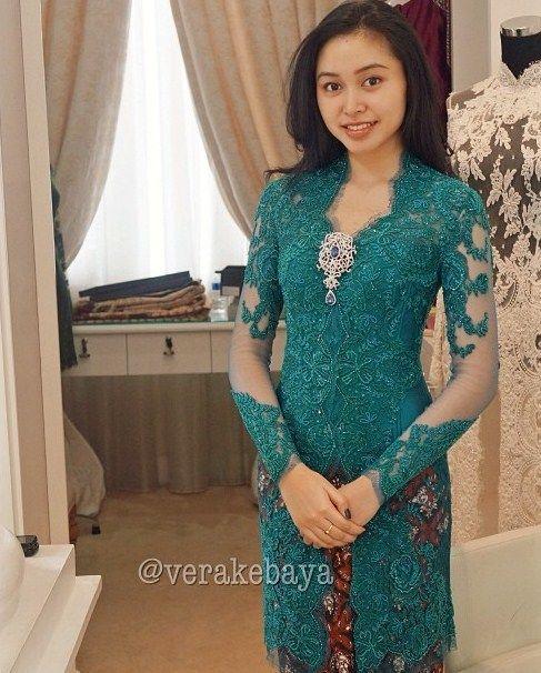 Baju Batik Modern Untuk Orang Tua: Model Vera Kebaya Wisuda Simpel Dan Elegan Terbaru
