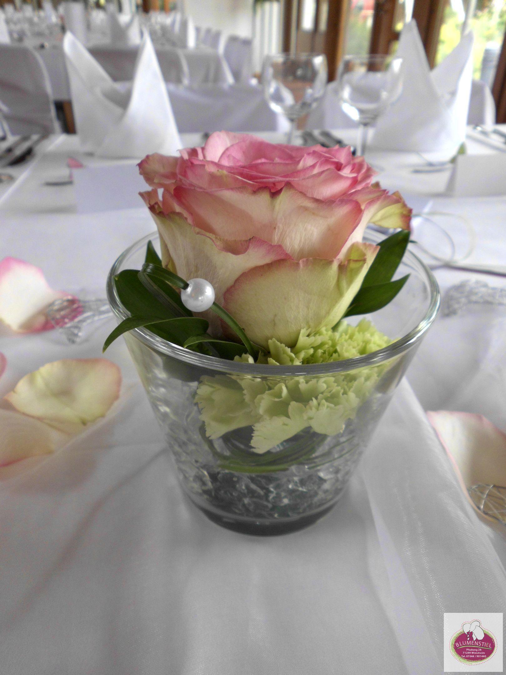 esperance rosen und gr ne nelken tischdeko pinterest table decorations floral und floral. Black Bedroom Furniture Sets. Home Design Ideas