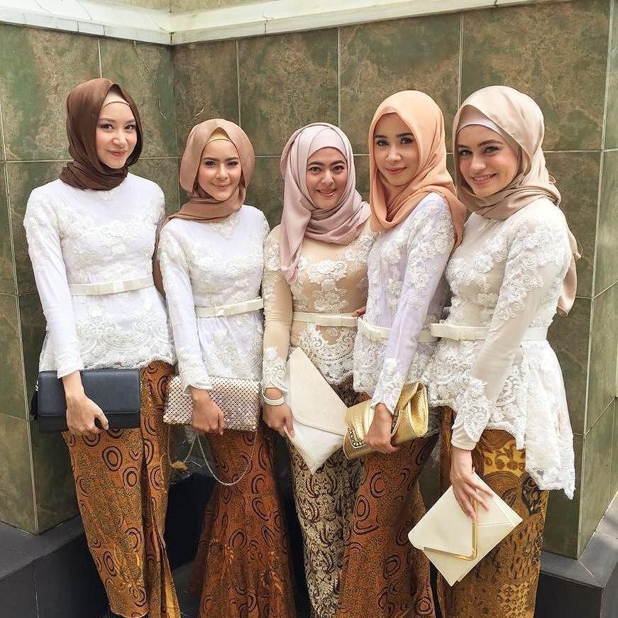 Atasan Barik Kombinasi: Kebaya & Batik #bridesmaid #bridesmaids By Farhanahkim
