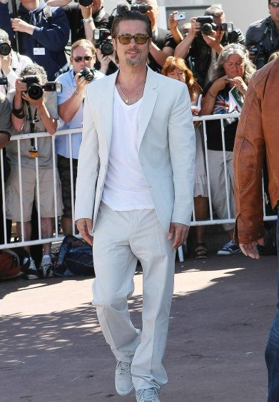 Celebrity Men Fashion Disasters All White Brad Pitt Has Done His Worst Fashion Disaster Ever Linen Suits For Men Tuxedo For Men Pants Design