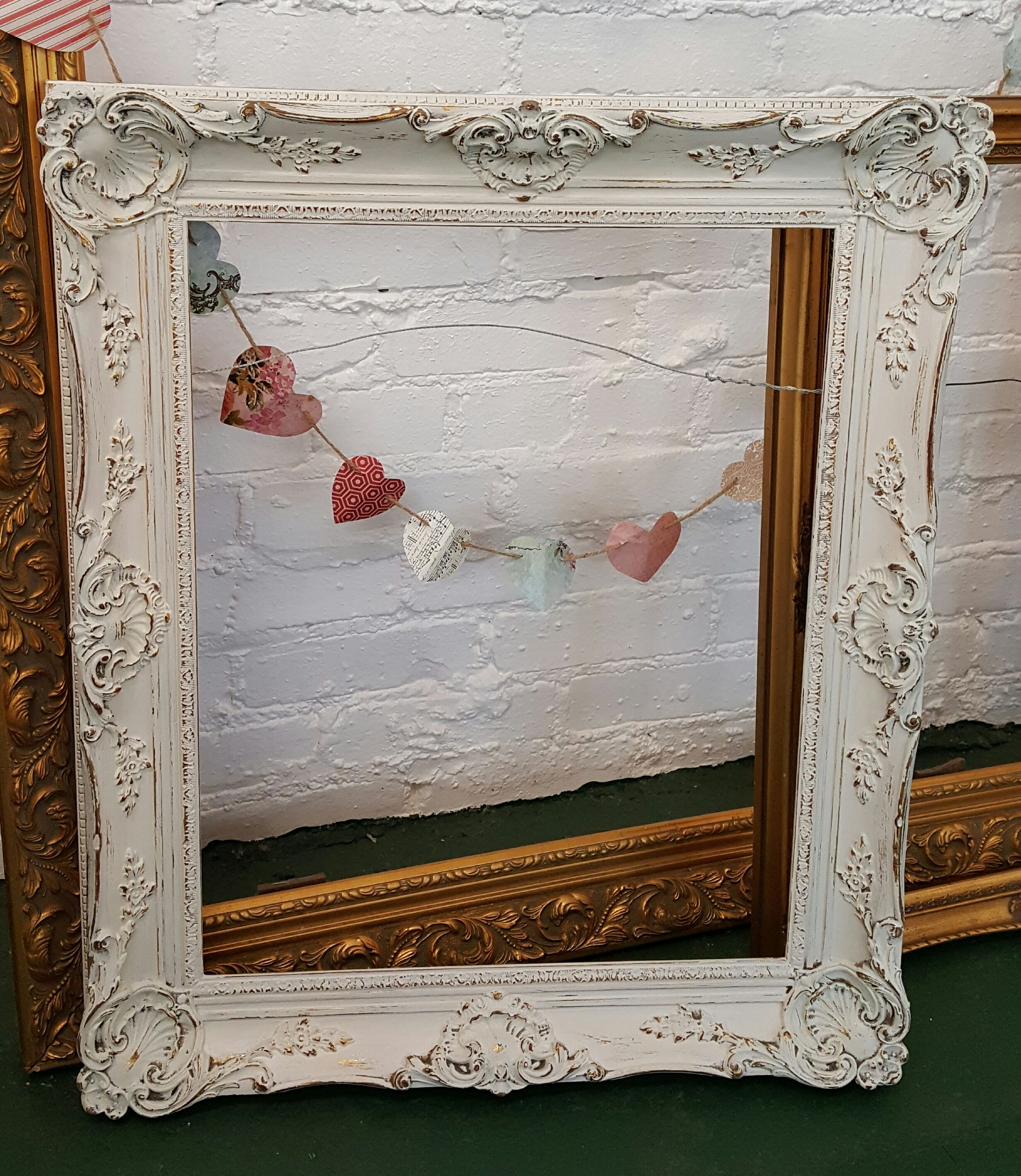 Vintage White Ornate Picture Frame Shabby Chic Look Great For Weddings Or Memories Visit Our Ornate Picture Frames Vintage Character Antique Picture Frames