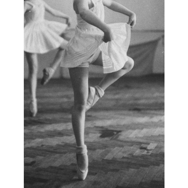 Dance ❤ liked on Polyvore featuring dance, ballet, photos, backgrounds and pics