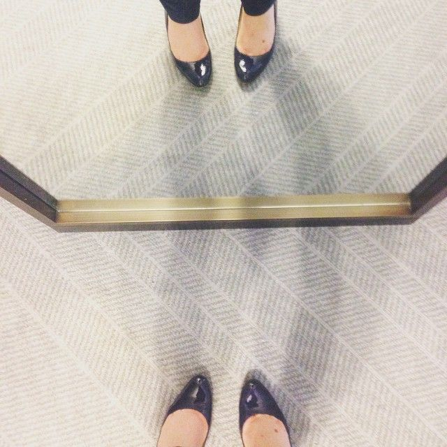 Obsessed with my full-length #mirror, my @lkbennettlondon wedges and skinny #jeans. Am definitely donning a #repliKate today. You proud @christine_effie? #ootd #shoes #lkbennett #wedges #duchessofcAmbridge #mirrorpic #fashion #style