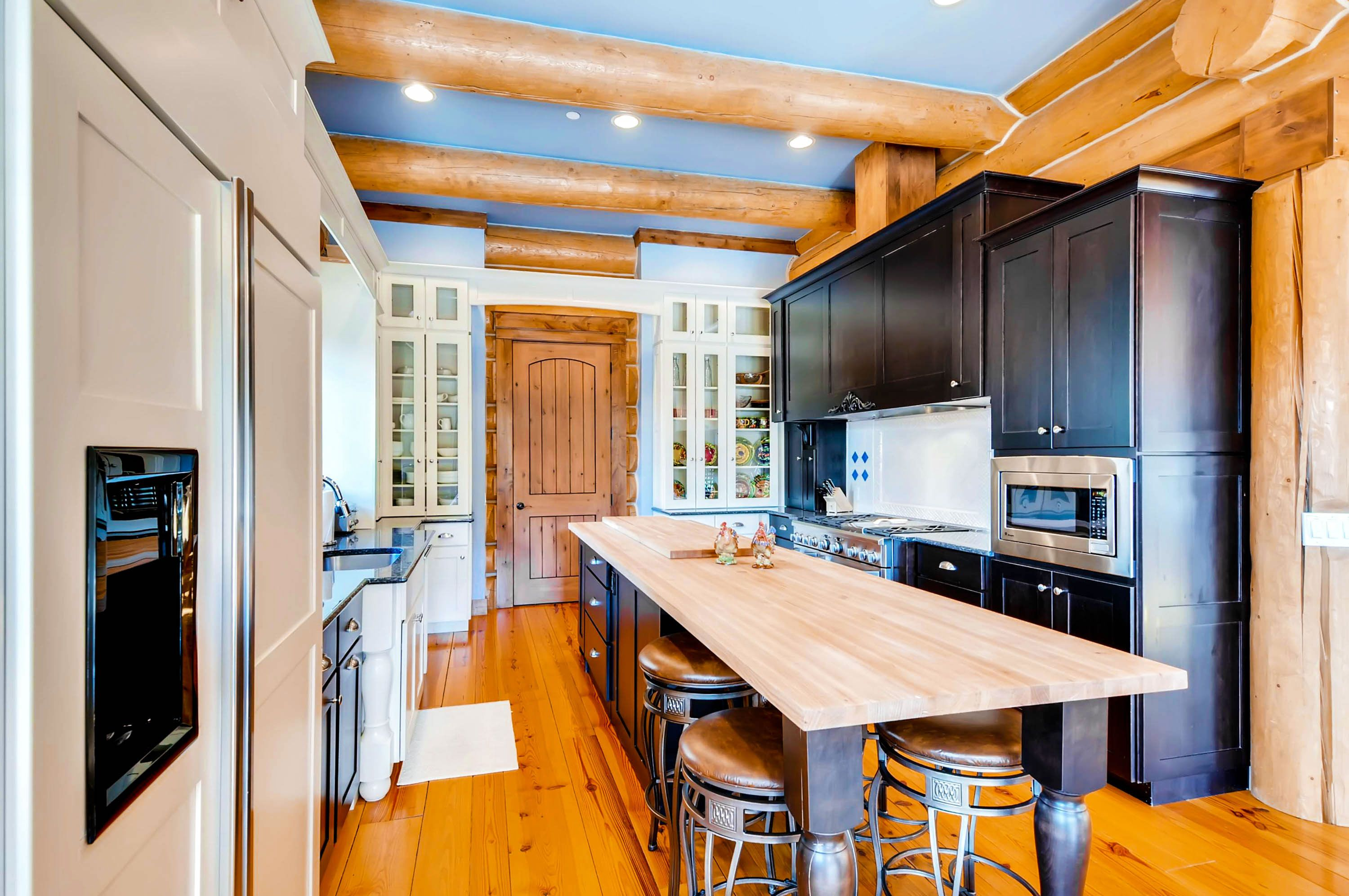 GoldenView Lodge | 6 Bedroom | 4.5 Bath | Sleeps 16 #staywithexcellence #breck