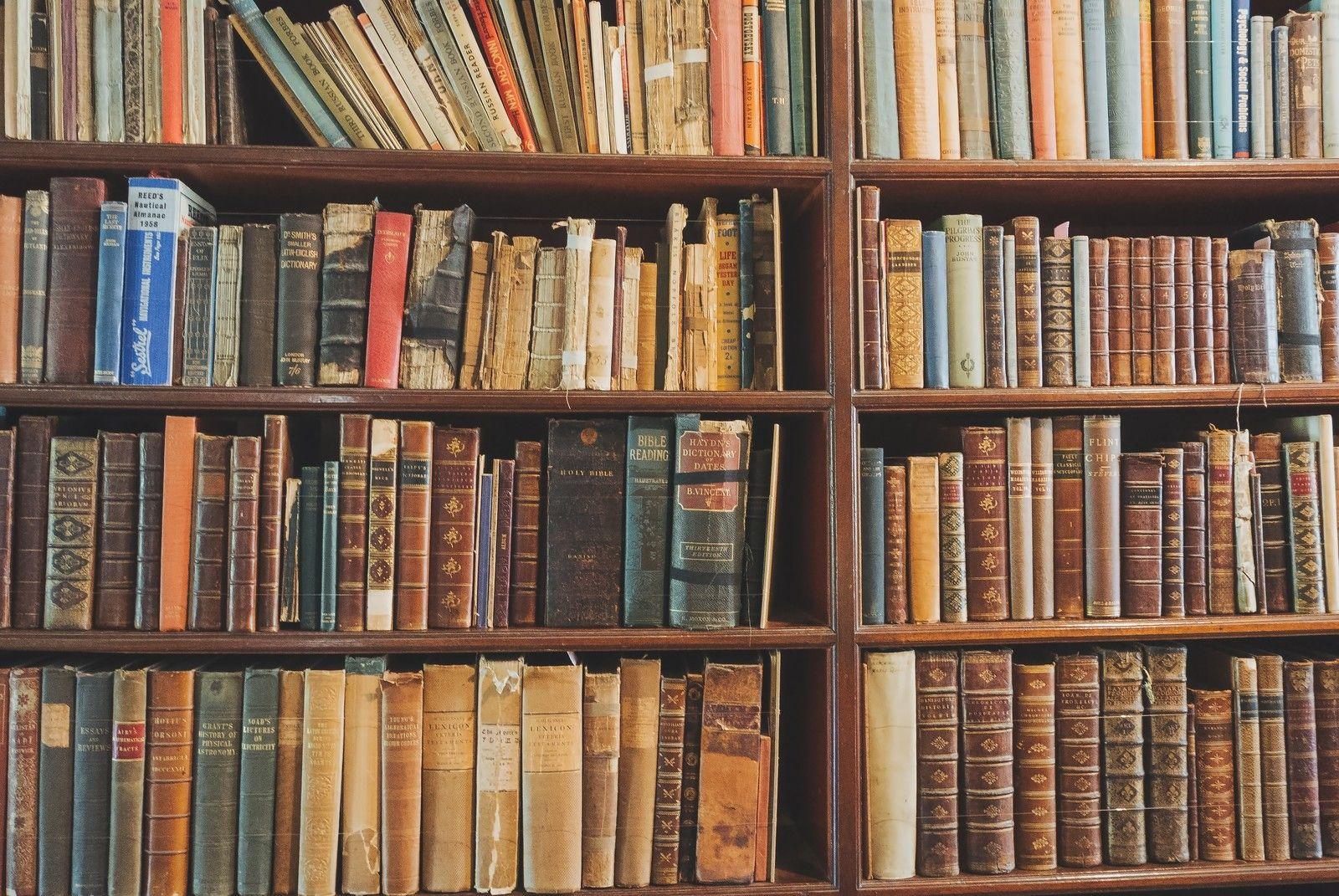 洋書の本棚 ぱくたそ フリー写真素材 無料ダウンロード Home Decor Life Decor