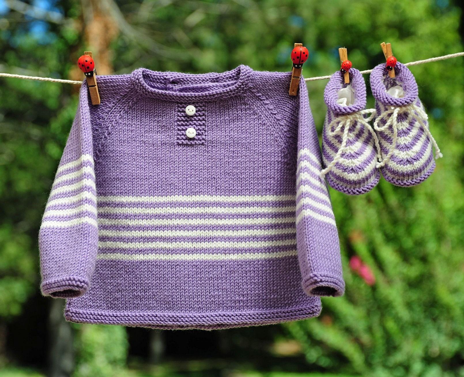 Layette tricotée entièrement à la main. Travail soigné et délicat. finitions impeccables. Les ...