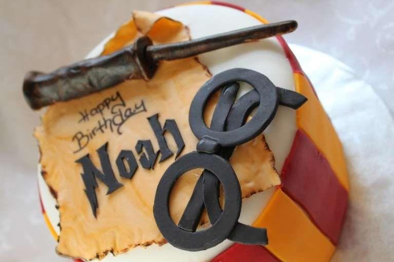 Pin By Kathleen Bangs On Jason 40th Harry Potter Cake Harry Potter Birthday Cake Harry Potter Theme Cake
