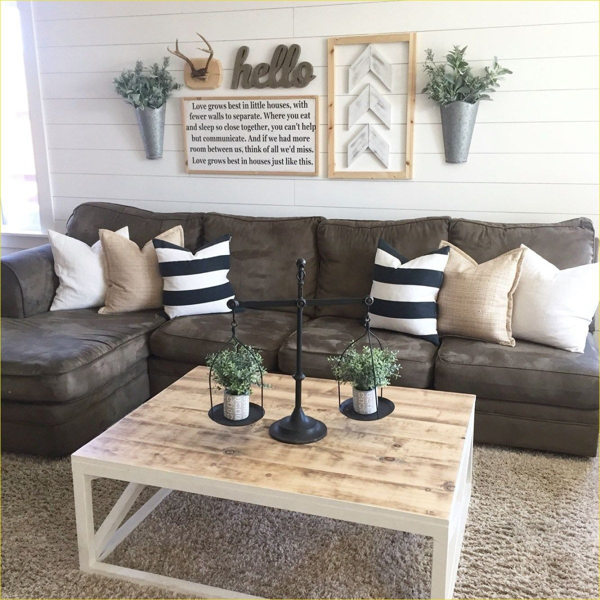 15 Modern Living Room Ideas: Modern Farmhouse Living Room With Leather Sofa 15