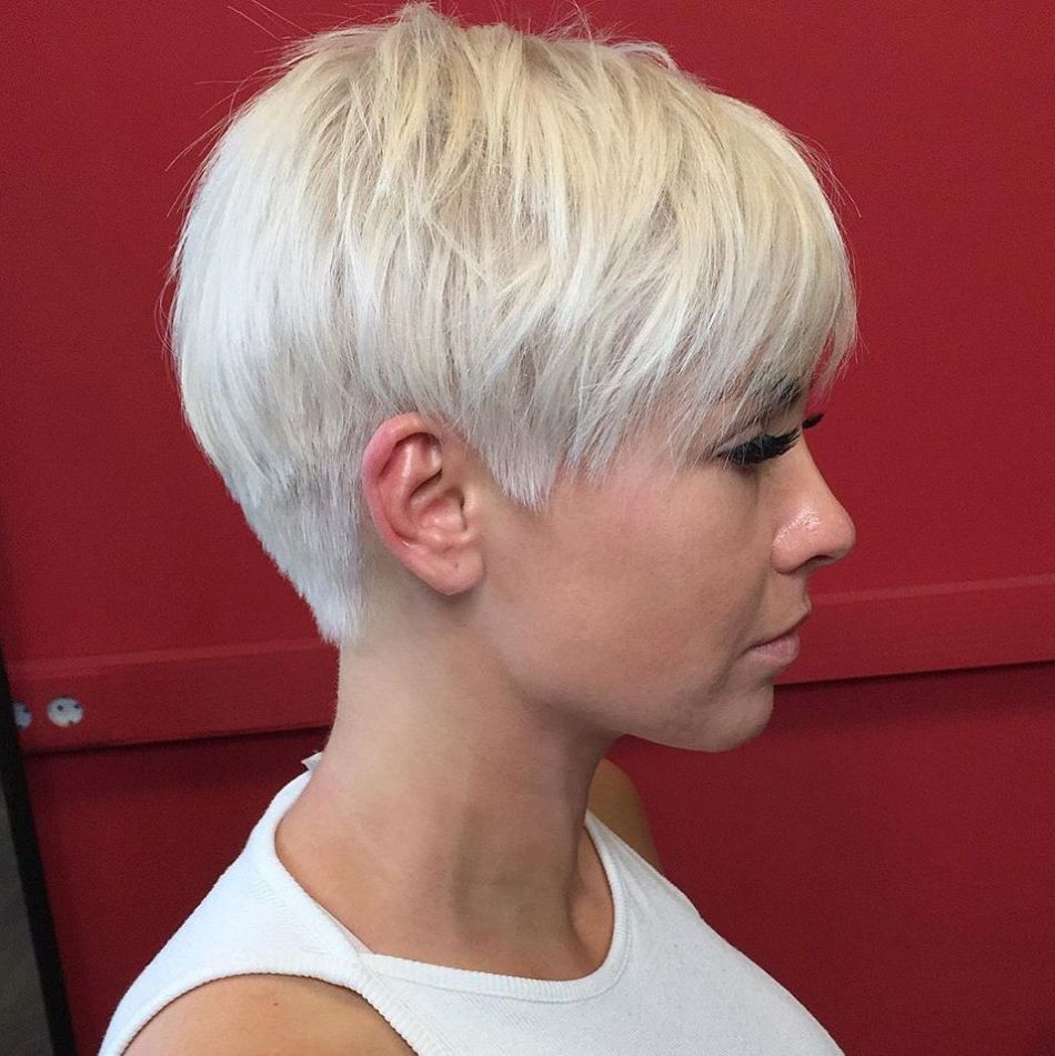 30 Upgraded Feathered Hair Cuts That Are Trendy in