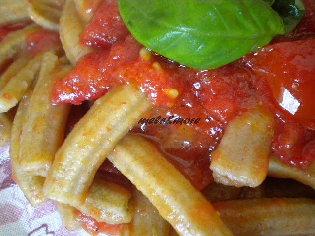 яблоки и больше: Макароны с Записанный Мука и порошок Стебли спаржи соусом из свежих помидоров