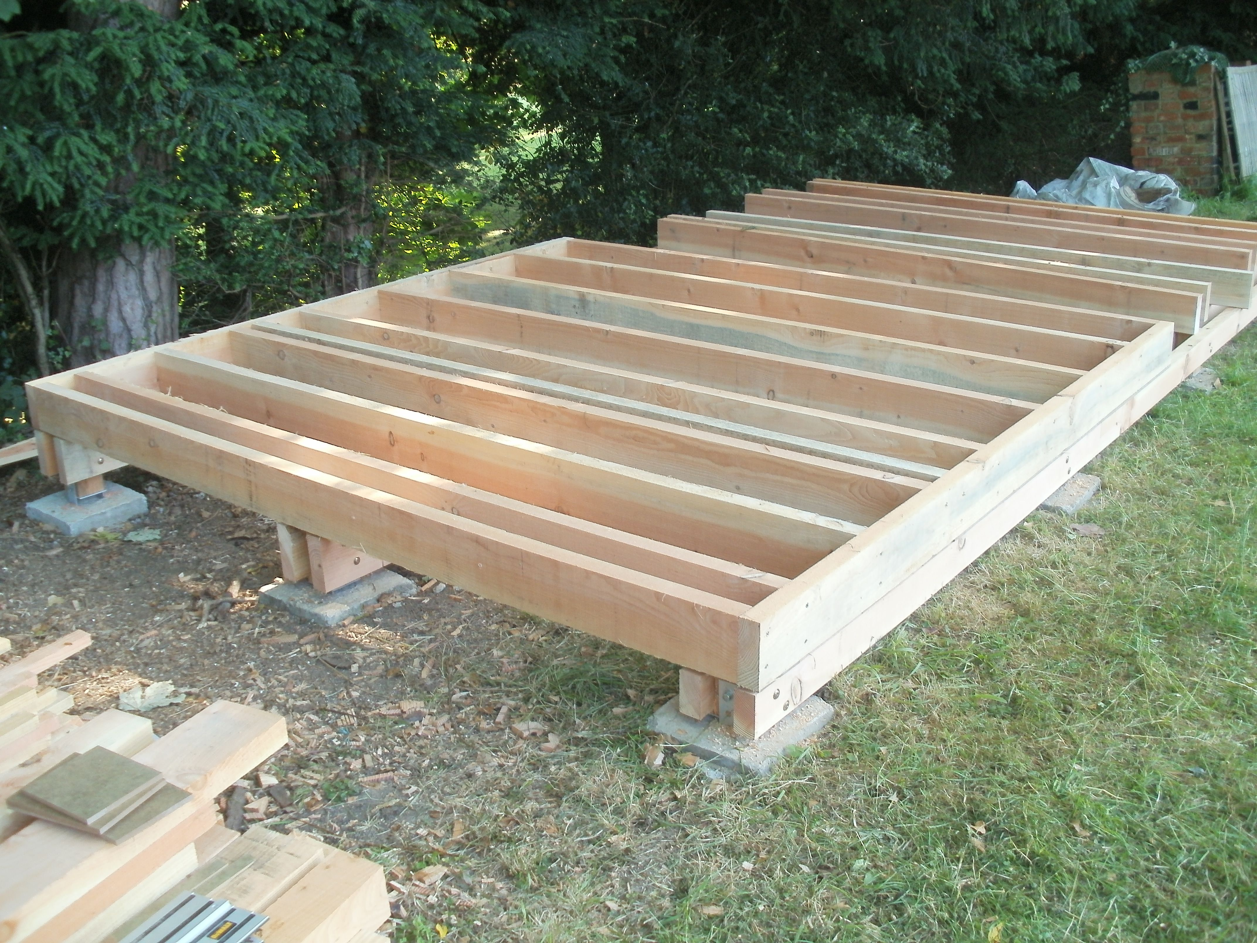 Floor joists of douglas fir or larch posts allow for