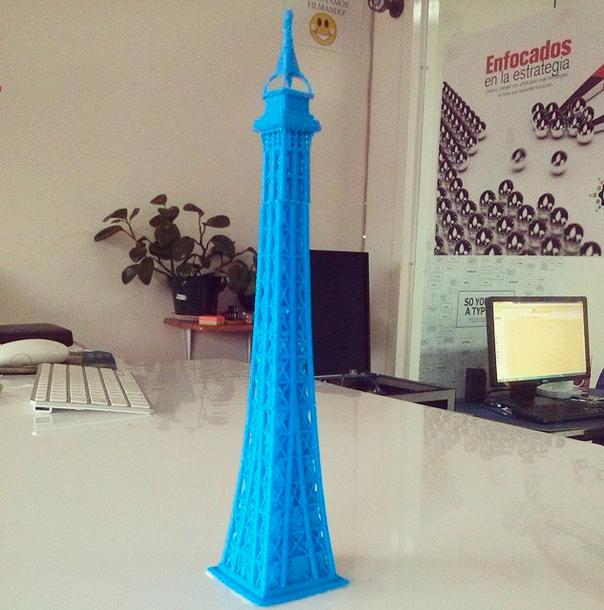 Punta torre Eiffel impresa en 3D Honduras