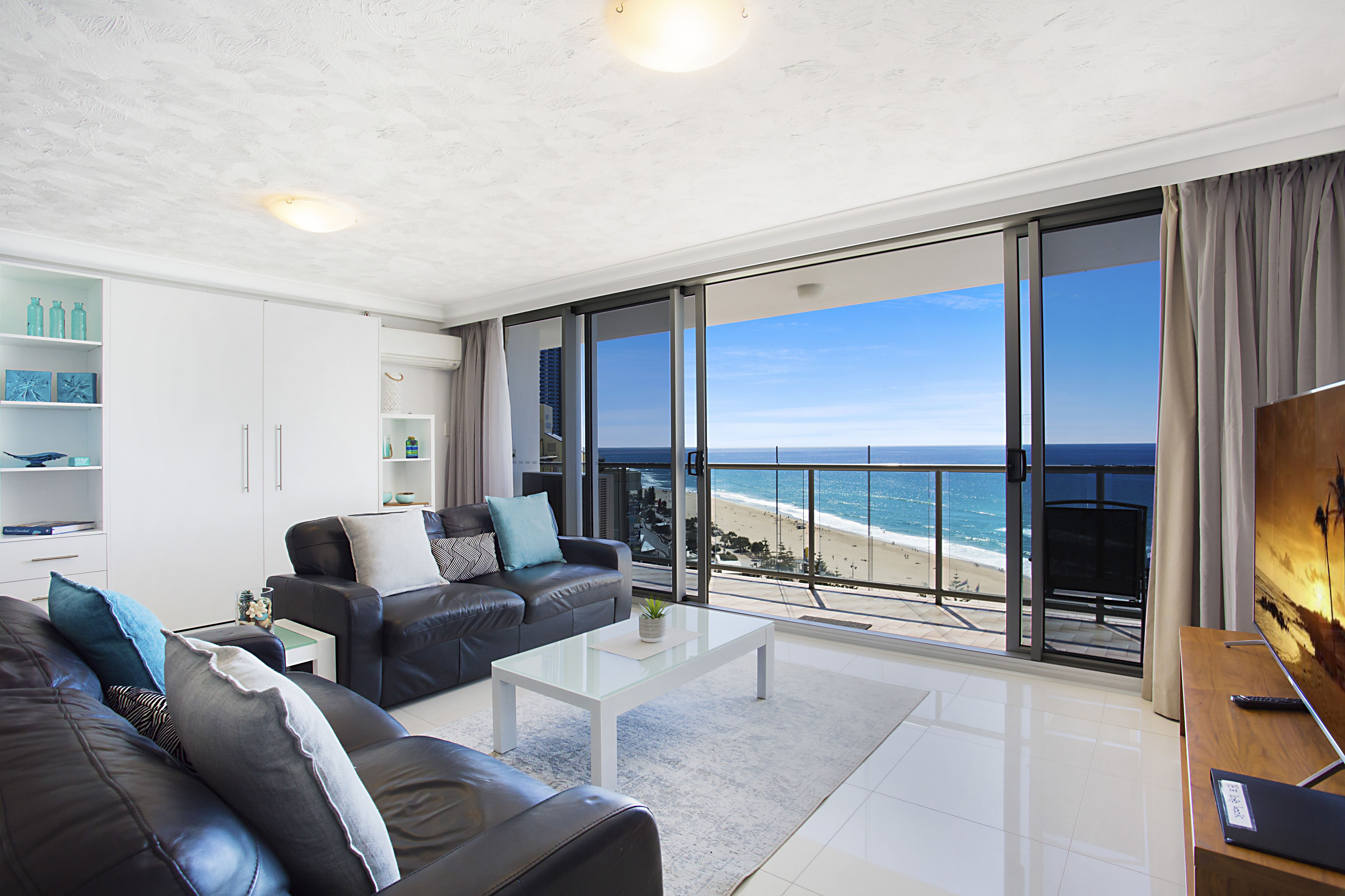 Relax And Unwind 50m From The Beach At 16b The Peninsula Aparments 2 Bedroom 2 Bathroom And A Queen Wallbed In Loun Apartment Complexes Apartment Bed Wall