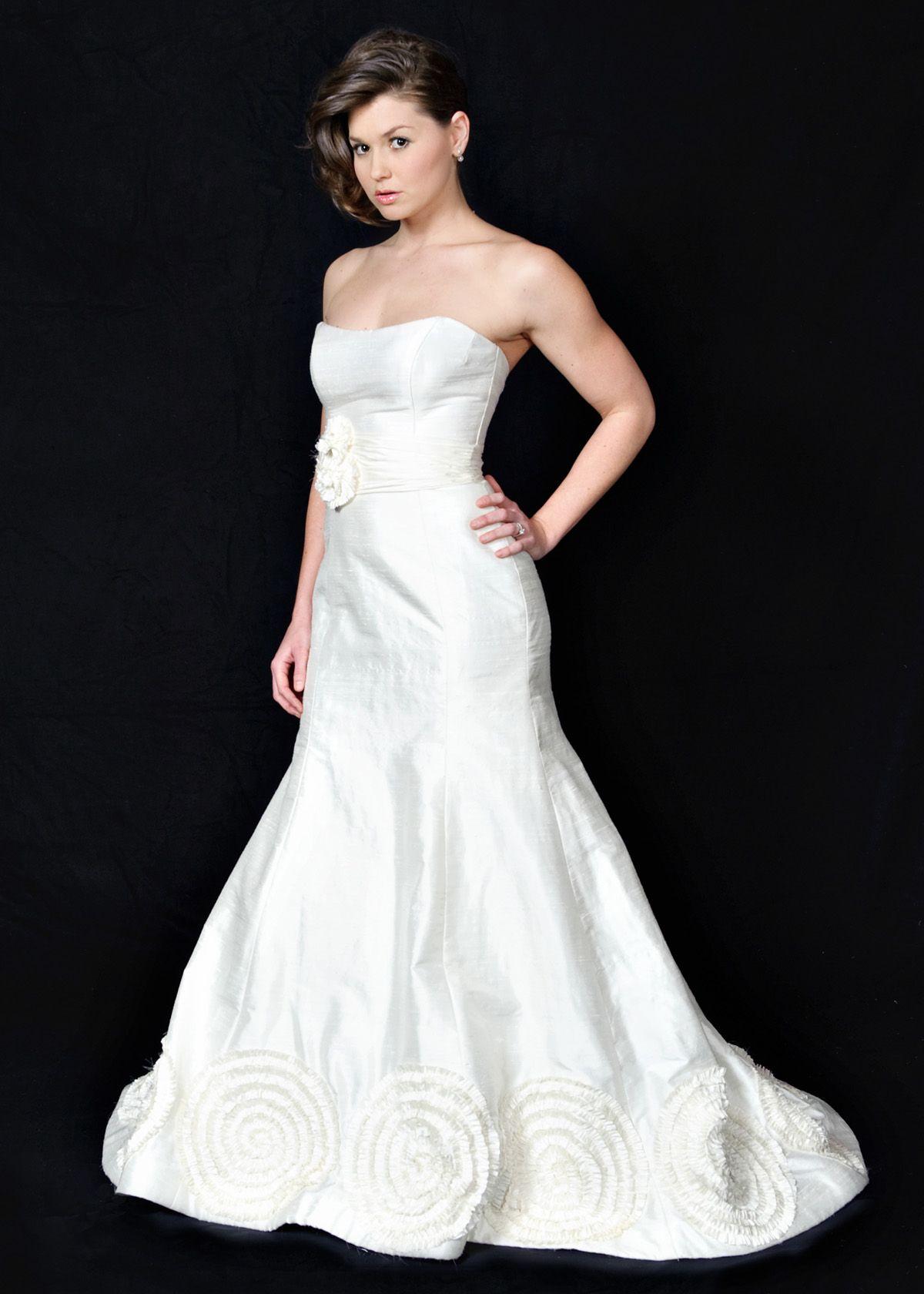 Raw silk wedding dress  This beautiful offwhite Heidi Elnora dress is made with raw silk