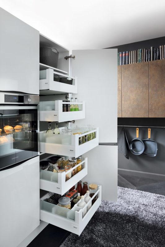 Nowoczesna Kuchnia Z Pomyslem 4 Sprytne Rozwiazania Blog Wnetrzarski Zrodlo Inspiracji Wystroju Wnetrz Modern Kitchen Apartment Kitchen Furniture Design White Modern Kitchen