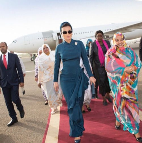 Sheikha Mozah never disappoints. She looks absolutely elegant in...