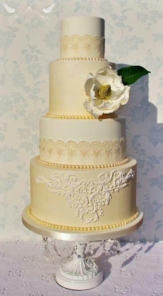 Romeo Juliet Cakes - Vittoria wedding cake, with 2 ivory pearlised ...