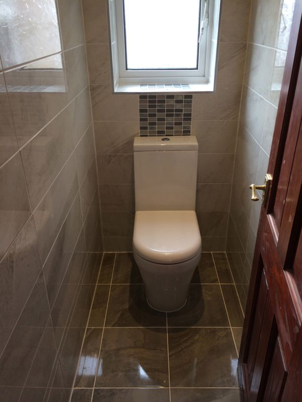 Complete toilet room installation at leeds by uk bathroom for Bathroom design and installation leeds
