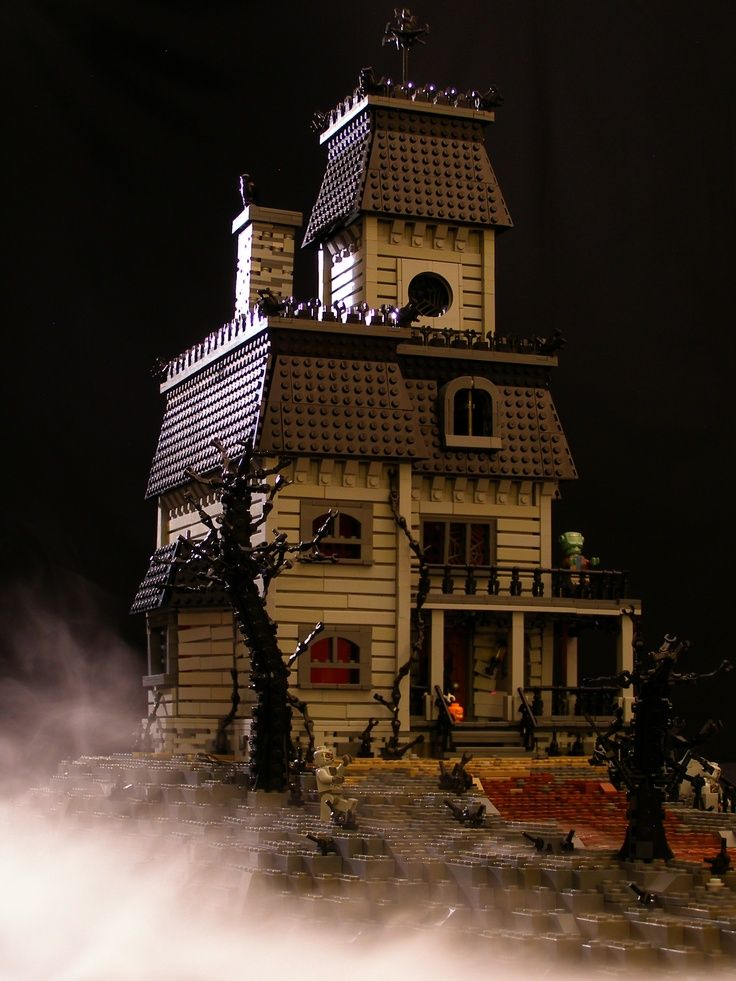 Legos haunted house alquemy 39 s legos pinterest for Pinterest haunted house