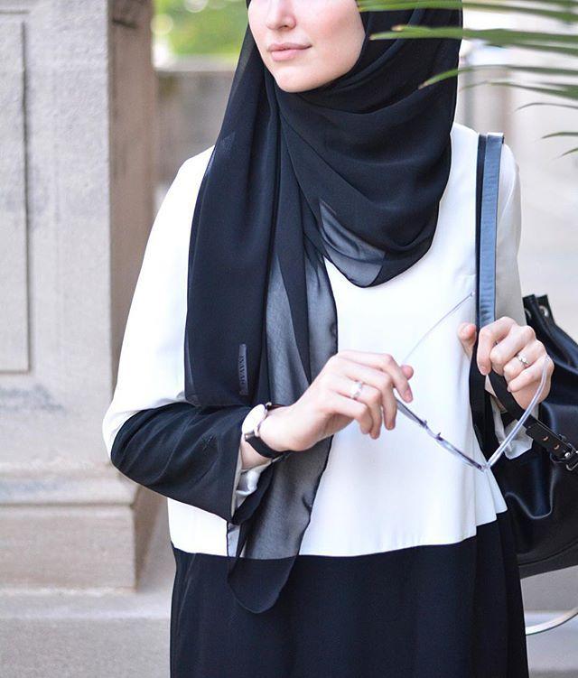 Today's Eid inspo : The perfect color-blocking look from @amjaadparis 😌✌🏻️• #hijabi #hijaber #hijabista #hijabdaily #hijabootd #hijabonline #chichijab #modesty #modestfashion #fashion #streetstyle #ootd #hijab #hijabstyle #smile #hijab #ramadan #ootd #shopping #hijabiqueen #hijabstore #eid