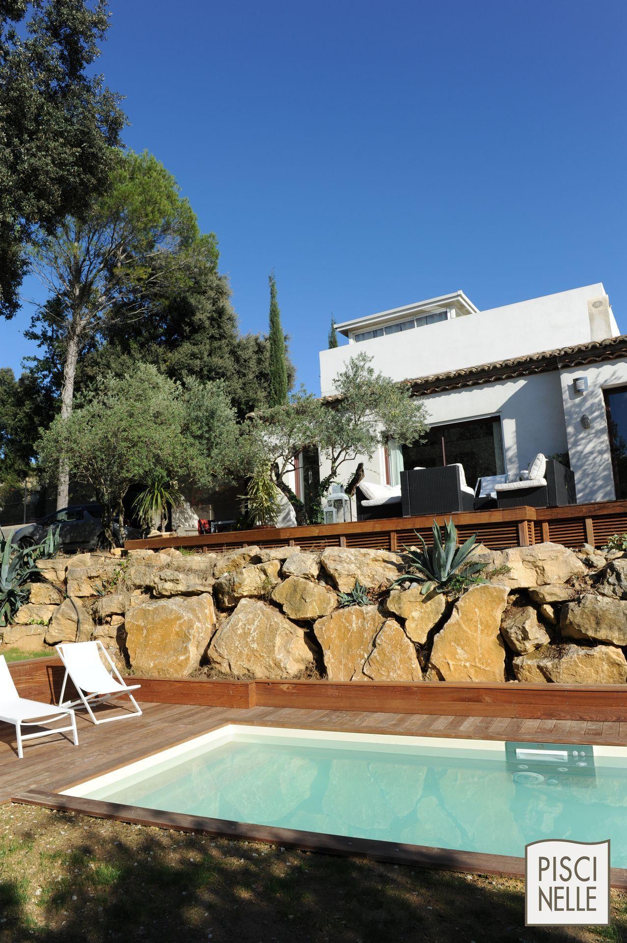 piscine de charme sportive avec enrochement en provence une piscine de charme au pied d 39 un. Black Bedroom Furniture Sets. Home Design Ideas