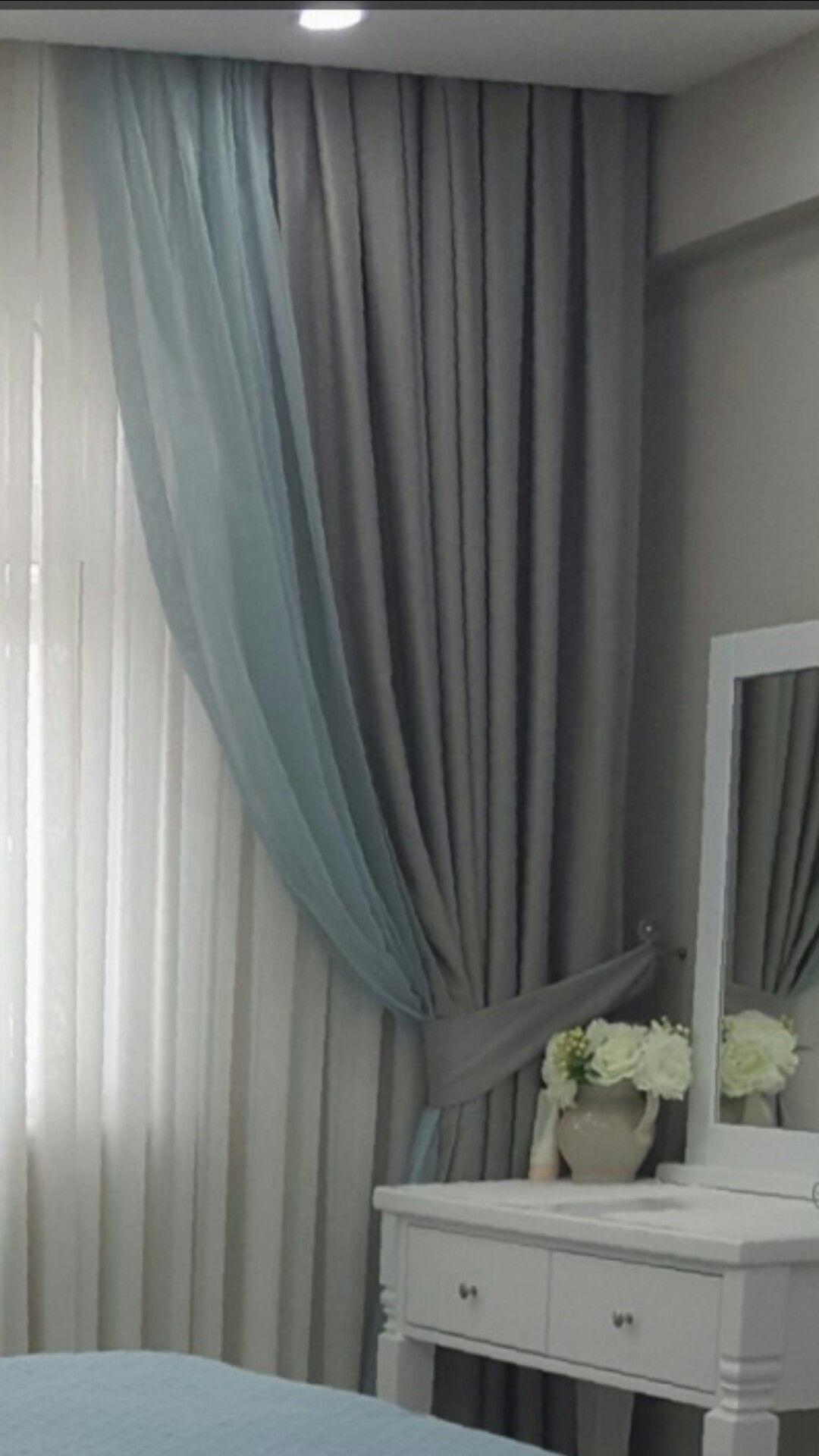 Double tone grey u grey hue pattern for bedroom can be a nice idea
