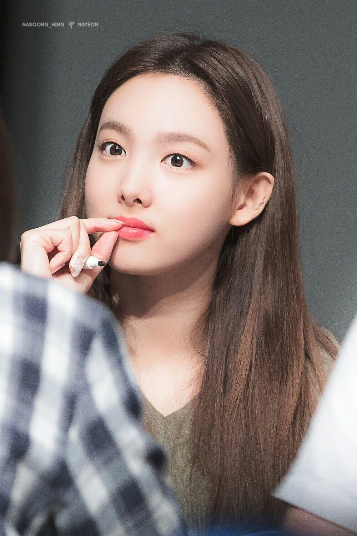 Pin by Swonie on KOREAN Cᥱᥣᥱbrιtιᥱs   Nayeon, Nayeon twice