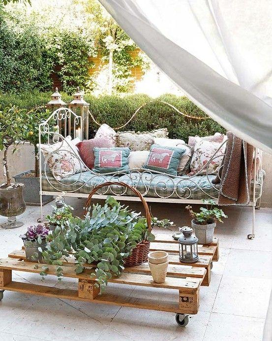 Muitas almofadas, muita estampa floral romantica!!!