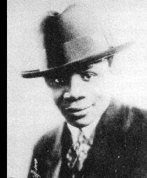 Wilton Crawley fue un clarinetista estadounidense de jazz que nació el 18 de julio de 1.900. Se remonta a los orígenes de la música jazz.  Si bien no hay mucha documentación sobre su persona, su música evidencia a un intérprete más que aceptable, que tocó junto a otros que terminarían conviertiéndose en auténticas leyendas del género, como ocurre con el pianista Jelly Roll Morton entre otros.