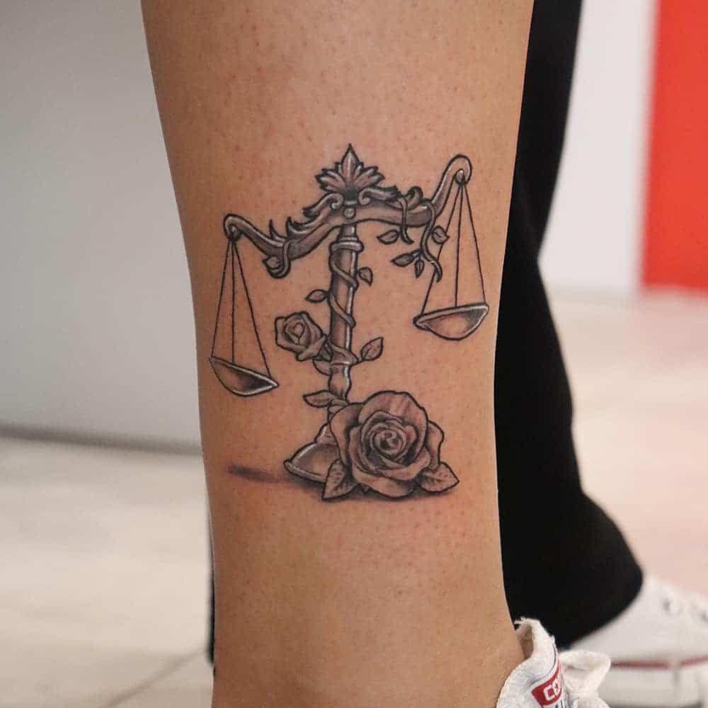 101 Erstaunliche Waage Tattoo Designs Die Sie Sehen Mussen Constellationtattoobalance In 2020 Libra Tattoo Horoscope Tattoos Modern Tattoos
